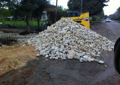 שברי אבן,- פיזור תשתית באדמה שחורה-min